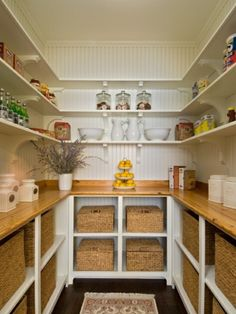 Speisekammer anordnen korb holz arbeitsplatten küche