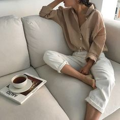Mocha shirt & white jeans | @styleminimalism