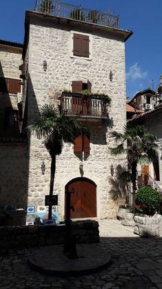 A travel guide to day trips to Kotor and Cetinje from the Montenegro coastal town of Budva including advice on transport. Les Balkans, Montenegro Travel, Parc National, Old Town, Day Trips, Travel Inspiration, Coastal, Mansions, Architecture