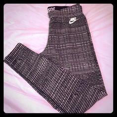 NWOT NIKE full length cotton leggings Brand new horizontal striped leggings SIZE MEDIUM Nike Pants Leggings