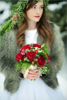 red winter bouquet #winterwedding #bouquet #weddingchicks http://www.weddingchicks.com/2014/03/27/winter-romance-wedding-ideas/