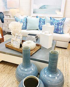 Have a bright & cheerful Monday! @pineapplespalms @restylesource @palecekdesign @zodax_decor @amandajohnsonstudio @leeindustries #monday #bright #cheerful #pillow #livingroom #homeaccessories #interiorinspiration