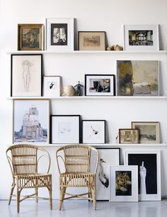 gallery wall using shelves //Galleri – Linda Åhman Interior Designer – Chic Home Office Design Inspiration Wand, Interior Inspiration, Daily Inspiration, Floor Art, Home And Living, Interior And Exterior, Exterior Design, Living Spaces, Sweet Home