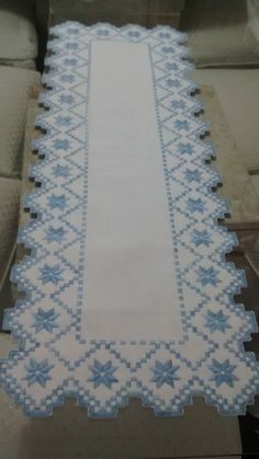 Hardanger Embroidery, Needful Things, Crochet Crafts, Elsa, Ideas, Decor, Carpet Runner, Needlepoint Patterns, Cross Stitch