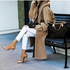 Ways to Wear Sporty Chic Outfits or Style You Will Fell in Love With - Winter Outfits Sporty Chic Outfits, Mode Outfits, Fashion Outfits, Sporty Style, Fashion Shoes, Casual Dress Outfits, Fashion Mode, Look Fashion, Fashion Trends