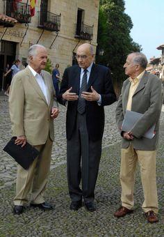 Carlos Fuentes, José Saramago y Juan Goytisolo, durante un encuentro de escritores latinoamericanos celebrado en Santillana del Mar, en junio de 2007.