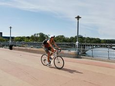 America's top cycling cities: Austin, Texas Any city that has a bike zoo has to be in the top 10. (Ever seen a pedal-powered 80-foot rattlesnake? You can at Austin Bike Zoo.) Texas' quirky capital city is also home to the 6-mile-long Lance Armstrong Bikeway, which opened in 2009 and runs through the heart of town. And just outside of Austin is the famous Texas Hill Country, which provides endless riding through picturesque ranchland.