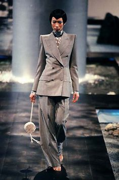 6c4be0c715 1998 - Alexander McQueen 4 Givenchy Couture show -