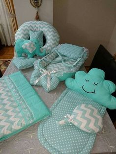Little Miss Fix It - baby nest - Knit & Share Baby Set, Baby Knitting, Crochet Baby, Diy Bebe, Baby Sewing Projects, Baby Pillows, Baby Crafts, Baby Patterns, Baby Accessories