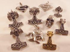 Lite samlingsbilder på de nyaste smyckena. Många hammare blev det....  Snyggt!!