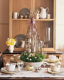 Easy Easter Centerpieces and Table Settings for Spring Holiday are inexpensive spring home decorating ideas that can dramatically transform your rooms on Easter and may last whole year round. Easter Table Settings, Easter Table Decorations, Decoration Table, Easter Centerpiece, Centerpiece Ideas, Easter Decor, Kitchen Centerpiece, Kitchen Decorations, Small Centerpieces