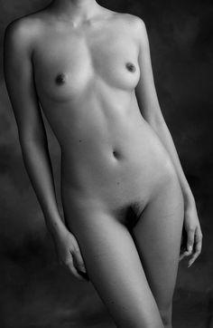 Nikita mirzani bantah buku the naked nikita dijual terlalu murah