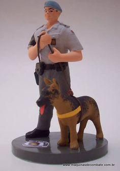 Soldado com cão da Polícia Militar de São Paulo, confeccionados em Resina. www.maquinasdecombate.com.br