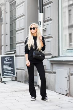 Cold Winter Street Style Trends And Styles For Women 2020 Street Style Trends, American Apparel Trousers, Gina Tricot, Minimal Fashion, Minimal Chic, Work Fashion, Fashion Photo, Street Fashion, All Black Outfit