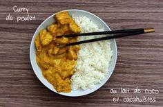 """Direction l'Asie, une nouvelle fois (je vais vous y emmener souvent en ce moment ^^), pour déguster ce délicieux curry de poulet au lait de coco et cacahuète. C'est une recette que j'ai réalisé avec mon dernier cabas de """"Recettes & Cabas"""", j'ai juste..."""