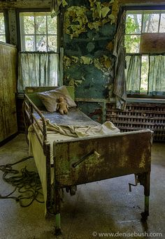 For creeps.this pic haunts me! Abandoned Property, Abandoned Asylums, Old Abandoned Houses, Abandoned Buildings, Abandoned Places, Old Houses, Abandoned Castles, Scary Places, Mysterious Places