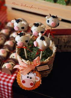 Cow cake pops. This whole party theme and execution is spectacular. Props to little Eric's mom... so cute!
