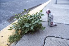 Photography by Isaac Cordal - http://designyoutrust.com/2014/08/photography-by-isaac-cordal/