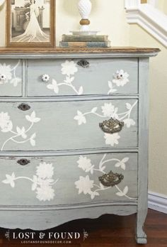 Lost And Found Decor showed us this gorgeous, hand painted dresser