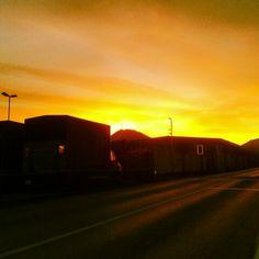 09.03.2015 - Orange ist meine Lieblingsfarbe - und so sah der Sonnenaufgang heute um 06.00 Uhr früh in Siezenheim aus. Fründienst hat auch schöne  Seiten!