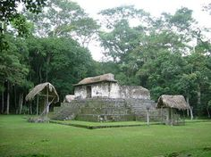 A temple at Ceibal, Guatemala. (Sébastian Homberger) Using radiocarbon dating and data from ceramics and highly controlled archaeological excavations, the researchers were able to establish the refined chronology of when population sizes and building construction increased and decreased at Ceibal.