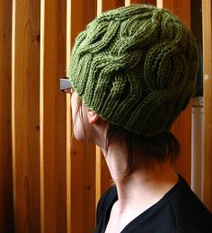This pattern is fairly simple, inspired by the wonderful Beaumonde scarf by SmarieK knits. I wanted a matching hat for my daughter, for Christmas and so this was born :)