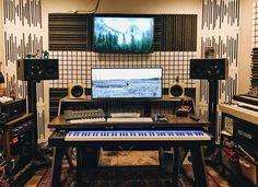 SPOTTED: Platform Desk In Your Studios | Output