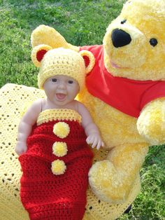 A Tribute to Winnie the Pooh: Newborn Cocoon and Hat Set inspiration Crochet Baby Props, Crochet Photo Props, Crochet Bebe, Crochet Baby Clothes, Newborn Crochet, Crochet For Kids, Crochet Hats, Crochet Costumes, Crochet Baby Cocoon