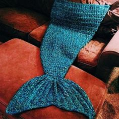 Artist Playfully Redesigns Cozy Blankets As Crocheted Mermaid Tails Bedding Sets | RoseGal.com