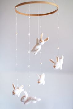 benutzerdefinierte Kindergarten mobile mit einem EXTRA weißer Hase – Krippe Mobile – Bunny mobile with an EXTRA WHITE Hare – Crib Mobile – Bunny mobile mobile custom nursery This felted bunny nursery mobile is a Bunny Nursery, Girl Nursery, Nursery Decor, White Nursery, Nursery Sets, Ballerina Nursery, Cool Baby, Baby Changing Table, Deco Kids