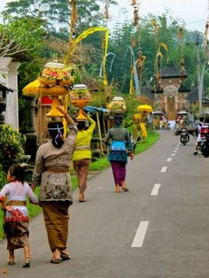 Carrying offerings to the temple #Bali #Religion