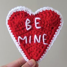 Crochet a conversation heart with this free pattern. thanks so for share xox