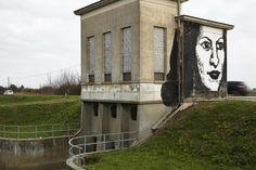 CONSELICE Allargare lo sguardo: paesaggio di campagna con muro e ritratto / Collettivo Fx