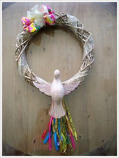 arquitrecos - blog de decoração: Fim de ano chegando... Guirlandas de Natal Criativas!!! Rock Art, Grapevine Wreath, Grape Vines, Decoupage, Mosaic, Santa, Easter, Wreaths, Diy