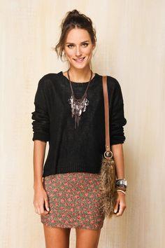 Bandage skirt & flowy shirt. (Farm). Bandage Skirt Outfit, Skirt Outfits, Fast Fashion, Look Fashion, Fashion Outfits, Womens Fashion, Fall Chic, Fall Trends, Shorts