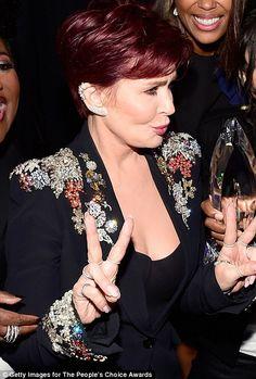 Sharon Osbourne flashes a double freemasonic compass. Sharon Osbourne, Ozzy Osbourne, Compass, Girl Power, Fashion Ideas, Kicks, Celebrity, Peace, Celebs