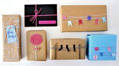 Geschenkverpackungen mit Packpapier und Bäckergarn