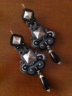 "Items similar to DIY soutache tutorial: orecchini ""Castle of glass"" on Etsy Boho Jewelry, Jewelry Crafts, Beaded Jewelry, Jewelery, Jewelry Design, Soutache Necklace, Beaded Earrings, Soutache Tutorial, Passementerie"