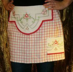 repurposed vintage tablecloth into apron; embroidered pieces are from a dresser scarf;was pleated on the sides ... no instructions