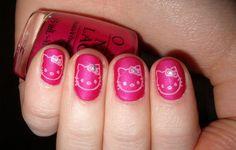 Hello Kitty Nail Art