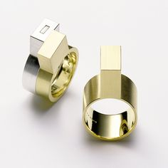 Modern Jewelry // geometric gold ring // Ringe – Galerie Isabella Hund, Schmuck     gallery for contemporary jewellery