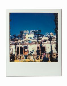 BARCELONA - SPAIN - 2015 - SX-70 POLAROID CAMERA WITH IMPOSSIBLE PROJECT FILM - Photography by Pedro Loreto - www.pedroloreto.com