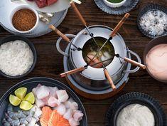 Fisch- und Meeresfrüchte-Fondue mit Curry-Zitronengras-Sud Bouillon Fondue, Coquille Saint Jacques, Chocolate Fondue, Seafood, Desserts, Recipes, Winter, Planks, Curry Paste