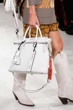 Maison Margiela Spring 2018 Ready-to-Wear Accessories Photos - Vogue Couture Handbags, Tote Handbags, Purses And Handbags, Moschino, Vogue Paris, Leather Bag Design, Dior, Best Designer Bags, Fashion Bags