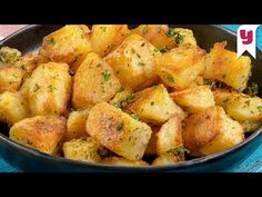 Patatesi Bundan Sonra Hep Böyle Yapacaksınız! Fırınlanmış Haşlama Patates Tarifi - Yemek Tarifleri - YouTube Main Dishes, Side Dishes, Baked Potato Recipes, Baked Potatoes, Food Lab, How To Cook Potatoes, Tasty, Yummy Food, Iftar