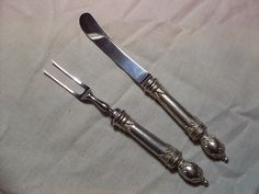 High status knife and fork with heavy pewter handles. Nice distinctive pieces for well to do people in the 17th and 18th centuries.