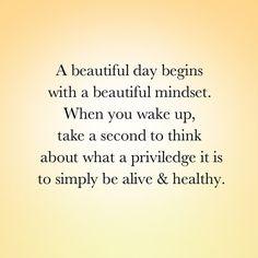 Um belo dia começa com um belo pensamento. Quando você acordar, tire um segundo para pensar no privilégio que é simplesmente estar vivo e saudável.  #Padgram