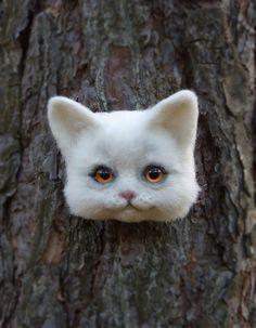 Adorable needle felted cat face by Svetlana Atamanskaya