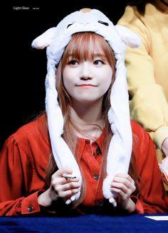(Credits to the real owner/s) Yuri, Fandom, Kpop Girl Groups, Kpop Girls, Yoon Sun Young, Sakura Miyawaki, American Teen, Uzzlang Girl, Japanese Girl Group
