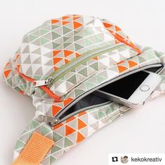 Fabric Crafts Free Freebook for sewing a hip bag / belt bag. Instructions by Schn … Easy Sewing Projects, Sewing Tutorials, Fanny Pack Pattern, Fabric Bags, Love Sewing, Fabric Crafts, Purses And Bags, Pouch, Baby Boys